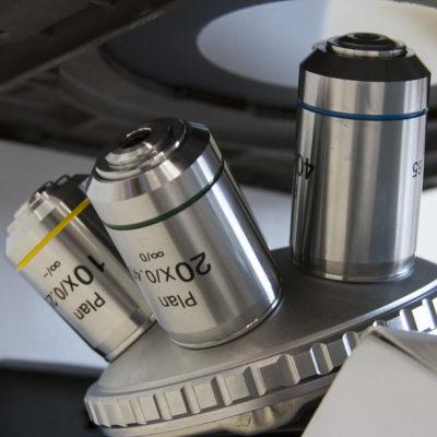 Microscópio Metalográfico Trinocular