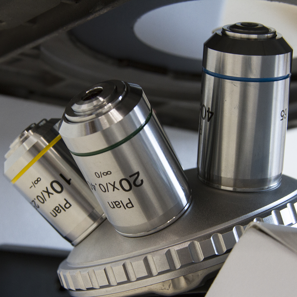 Microscópios Metalográficos